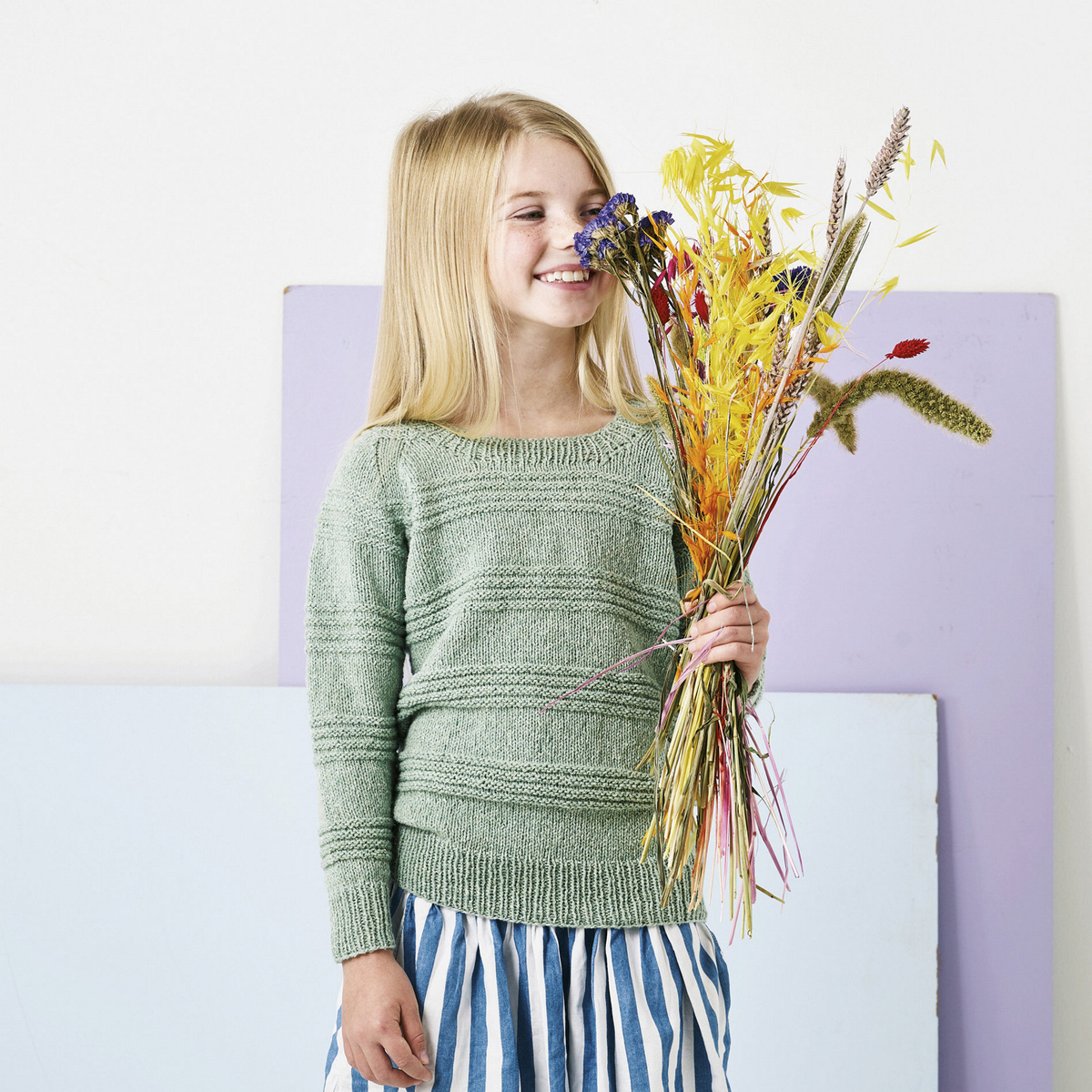 Knit a child's jumper with a textured pattern