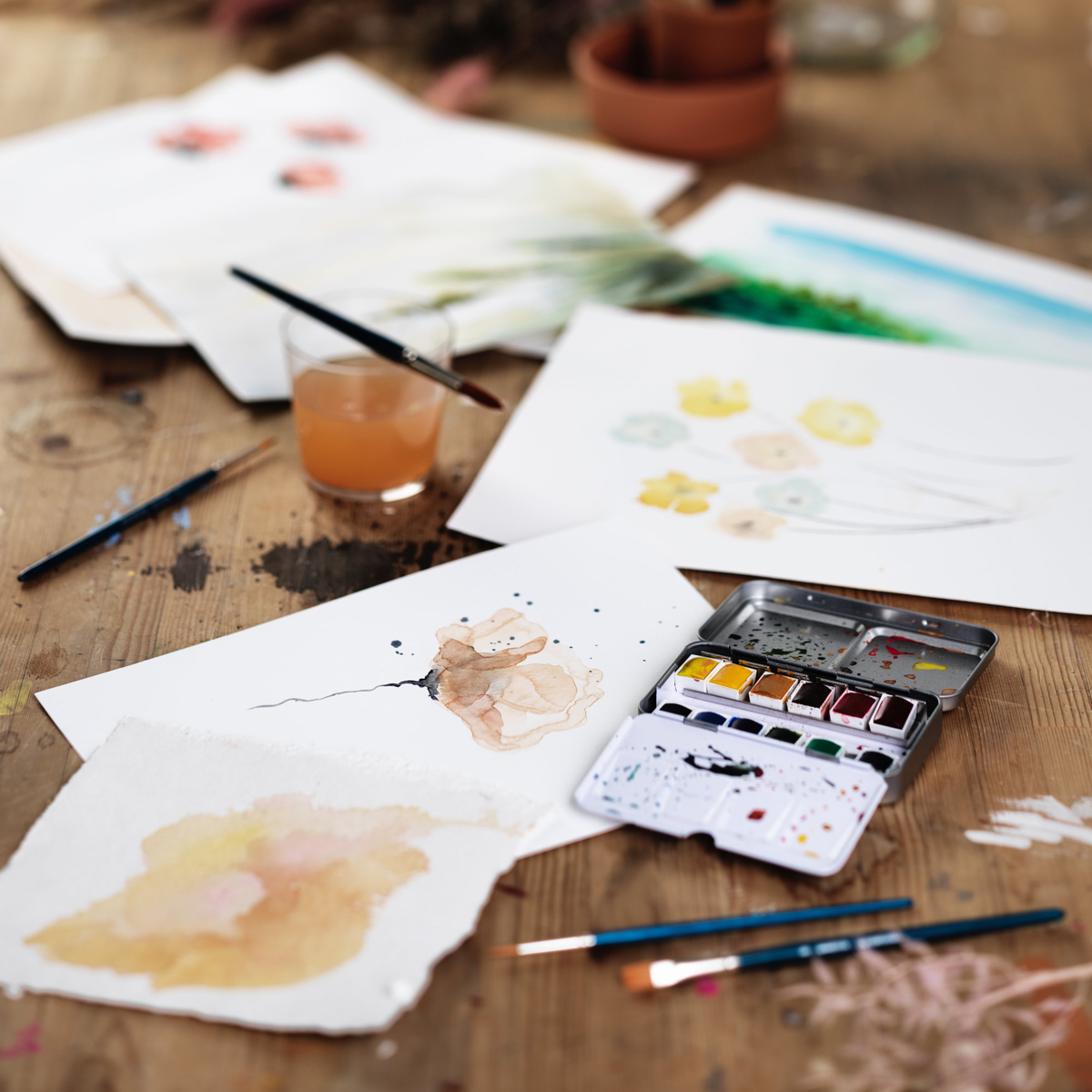 Paint watercolours with various techniques
