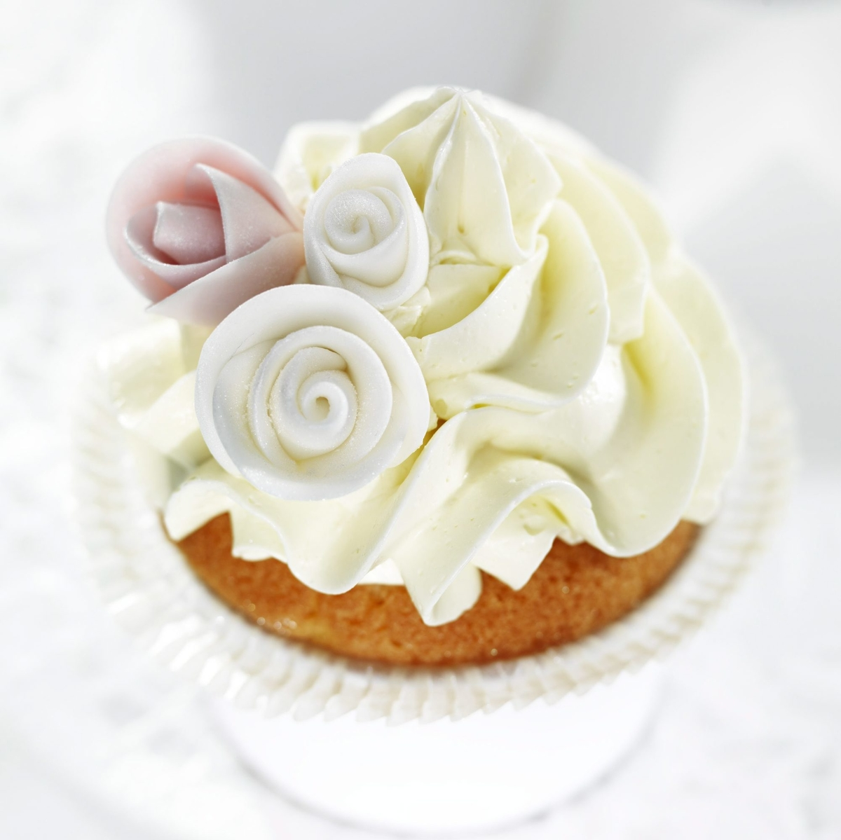 Luxurious rose cupcakes