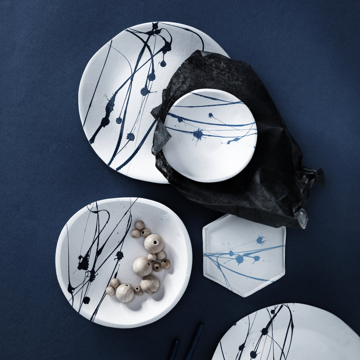 Spattered clay dishes