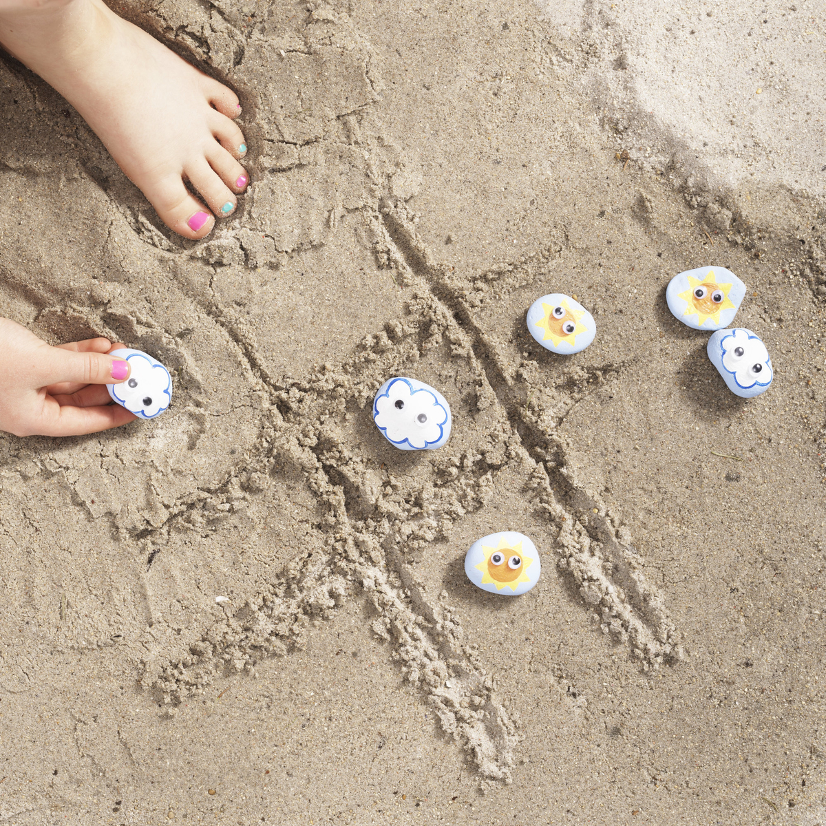 Noughts and crosses on the beach