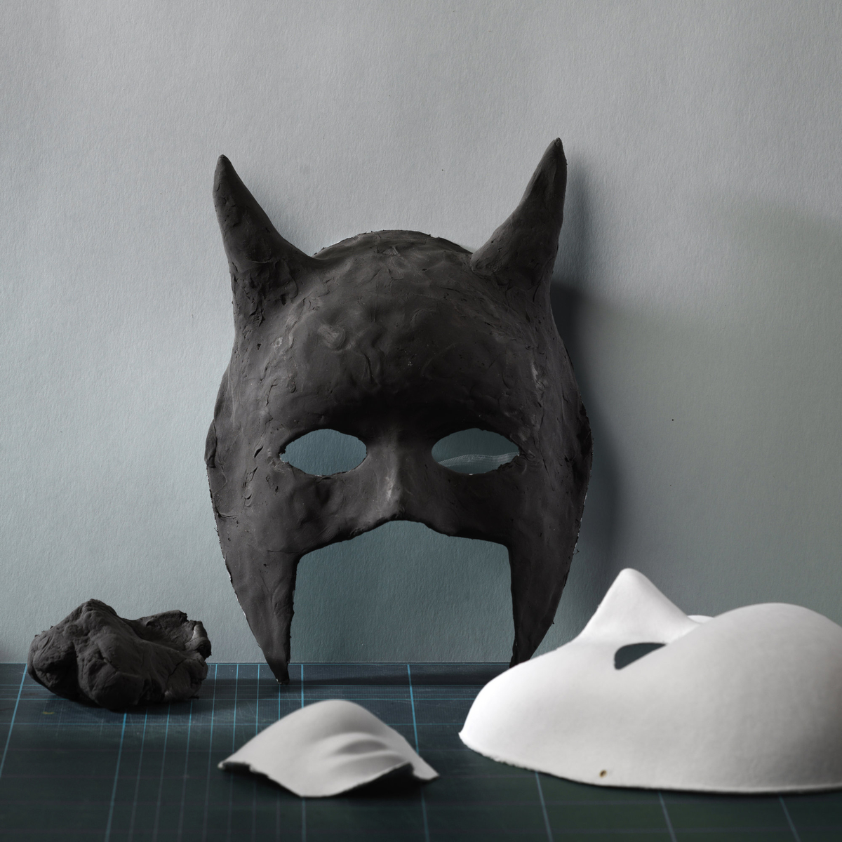 Make a bat mask