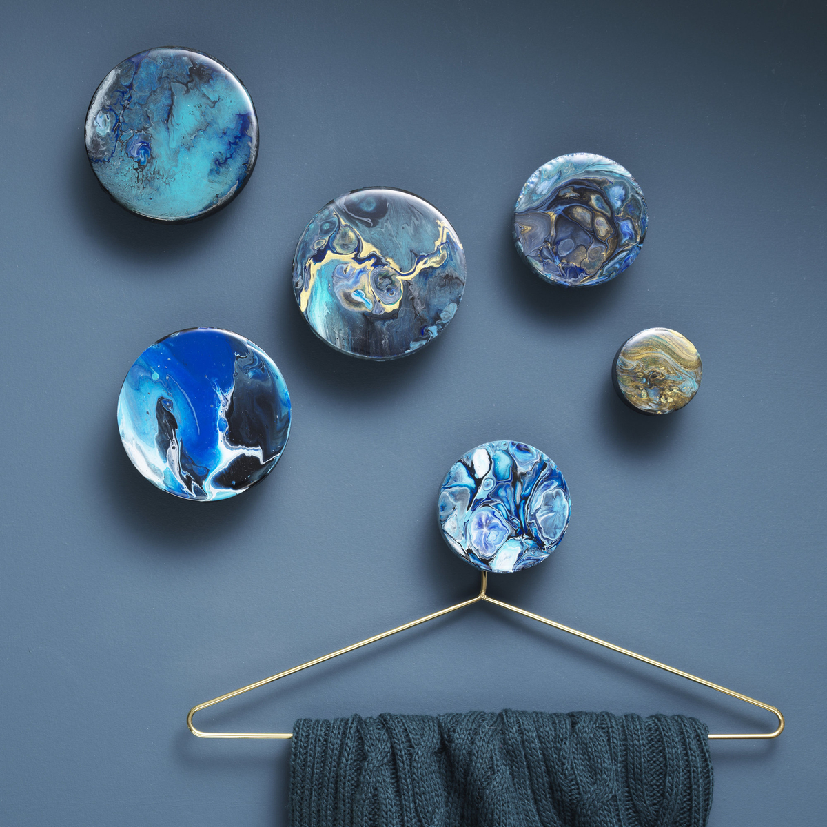Decorate hanger knobs with poured paint and resin